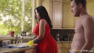 Sexy Milf Shows Us How She Likes To Clean