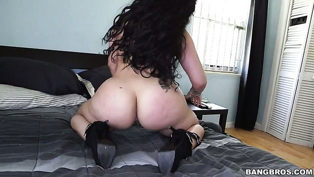 Brunette Carmen De Luz With Gigantic Breasts And A Lucky Guy Enjoy Oral Sex They Will Never Forget