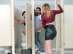 Giselle Palmer Caught Honey Gold Being Fucked Through The Glory Hole