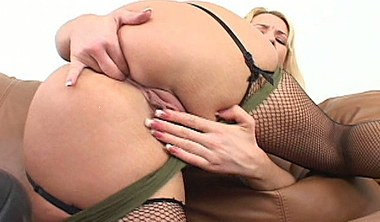 Olivia Saint Shows Off Her Leggings And Takes It All